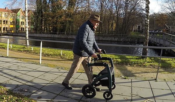 Parkinson patient walking with a Parkinson rollator to overcome freezing